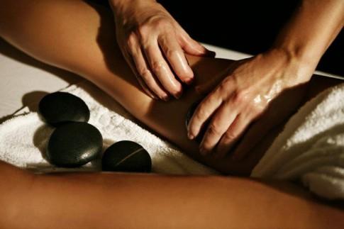 SPAklinik-hotstone-masáž